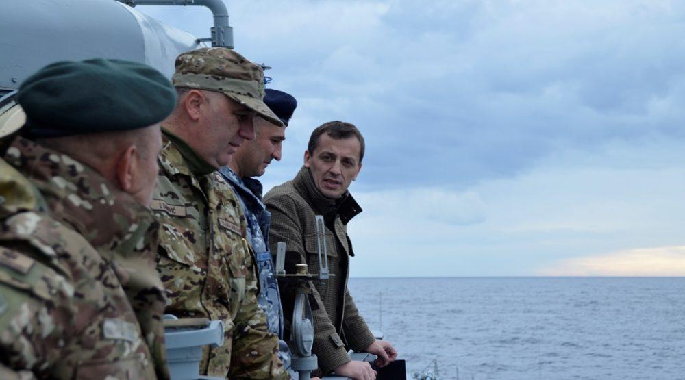 Mornarički oficir iz vojske vojska