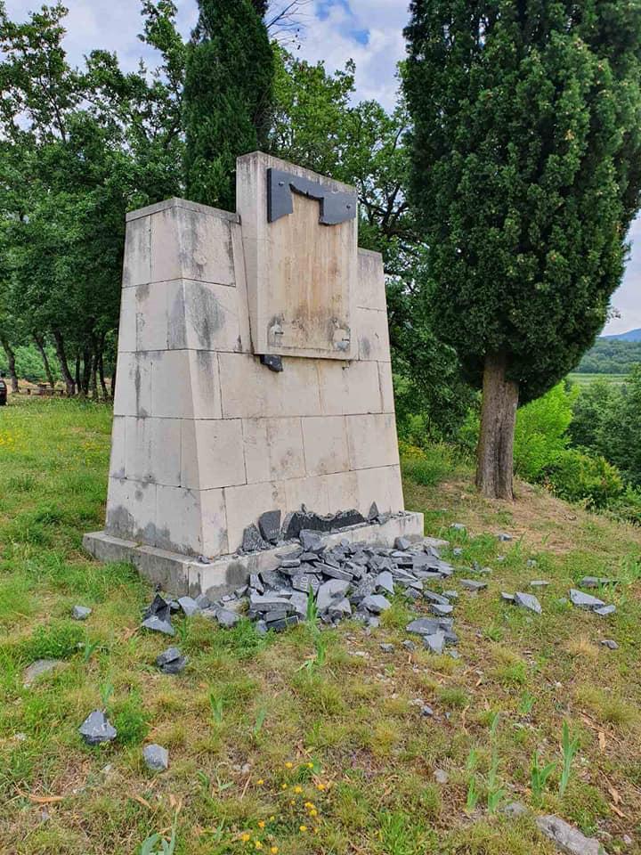 Crnogorski Pokret Unistavanje Spomenika Udar Na Multinacionalnu I