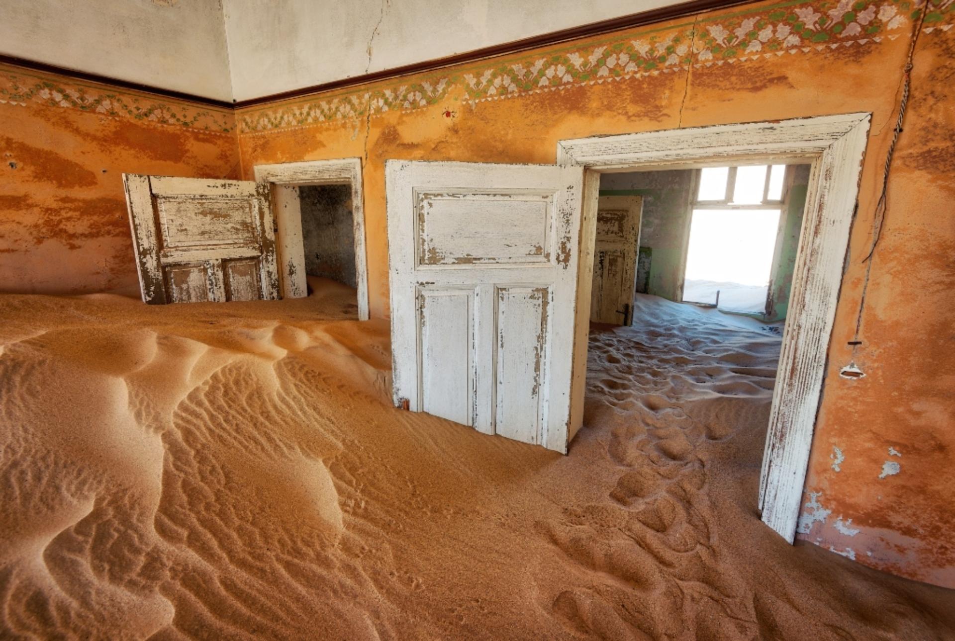 NEKADAŠNJE NALAZIŠTE DIJAMANATA! Kolmanskop: Grad duhova kojeg je progutala pustinja
