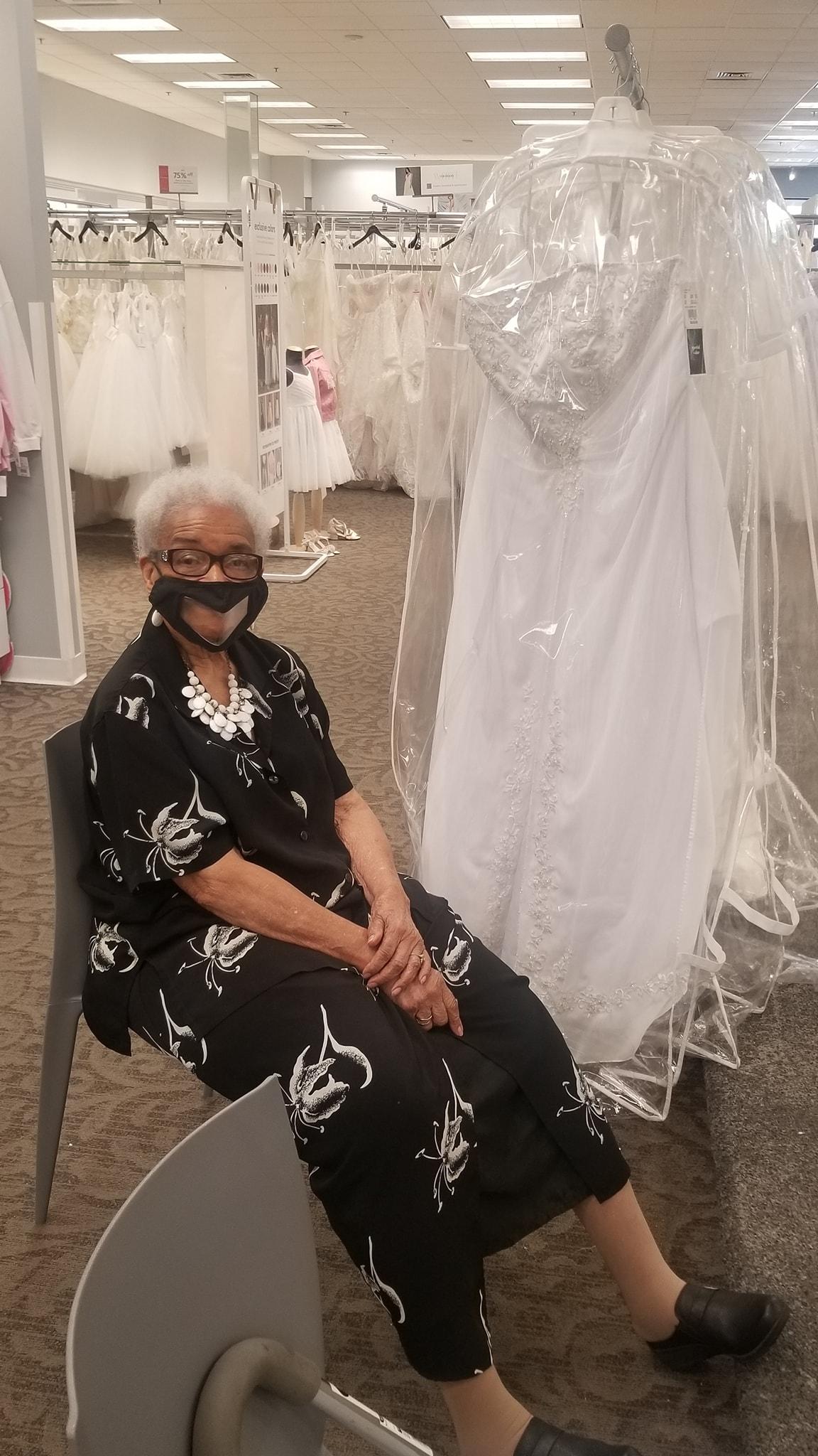 Baki se ostvarila želja: Prvi put je obukla pravu vjenčanicu - CdM